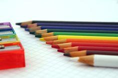 Színes ceruzák és hegyezők