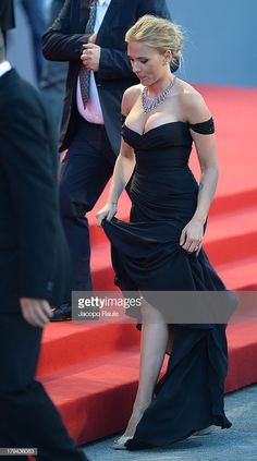 Beautiful Celebrities, Beautiful Actresses, Gorgeous Women, Beautiful People, Scarlett And Jo, Black Widow Scarlett, Scarlett Johansson Hairstyle, Cute Scarlett Johansson, Black Widow Marvel
