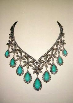 Collier de turquoises et diamants ayant appartenu à la famille impériale d'Iran. Photo : D.R.