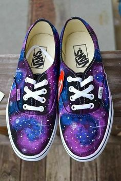 Que tal estas Vans: Kawaii World MXYou can find Galaxy vans and more on our website. Que tal estas Vans: Kawaii World MX Galaxy Outfit, Basket Style, Galaxy Vans, Diy Galaxy Shoes, Sneaker Store, Kawaii Shoes, Galaxy Fashion, Pusheen, Painted Shoes