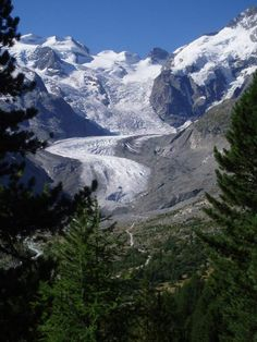 Morteratsch Gletscher (GR) from Bernina Express Bernina Express, Mountain Paintings, Swiss Alps, Lake Como, Amazing Photos, Tour Guide, Us Travel, Austria, Places To See