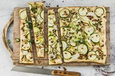Try Summer tarte flambée by FOOBY now. Or discover other delicious recipes from our category main dish. Zucchini, Yummy Food, Vegetables, Cooking, Quiche, Dinners, Pizza, Tarts, Vegetarische Rezepte