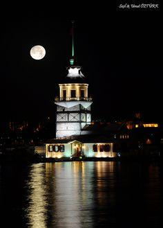 Girl Tower in Istanbul mustafa altundağ Istanbul Hotels, Istanbul City, Places Around The World, Around The Worlds, Turkey Culture, Visit Turkey, Cultural Architecture, Turkey Travel, Hagia Sophia