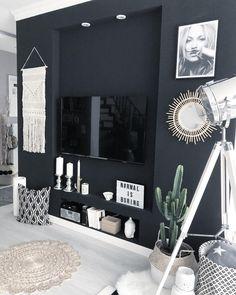 Black wall | living room