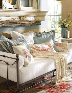 looks like my niece's trundle bed frame...transform one into a settee like this one for my porch? Daybed Pillows, Daybed Room, Bed Cushions, Daybed Pillow Arrangement, Throw Pillows, Bright Pillows, Daybed With Trundle, Bolster Pillow, Floral Pillows