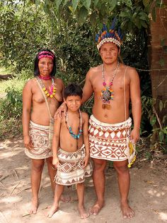 Peru - Bora Indians family at their village near Iquitos, Peru. The Bora cling to traditional culture and lifestyle despite serious effects of dislocation and European influence. Machu Picchu, Bolivia, Ecuador, Peruvian People, Indian Family, Indigenous Tribes, Amazon Rainforest, Folk Costume, First Nations