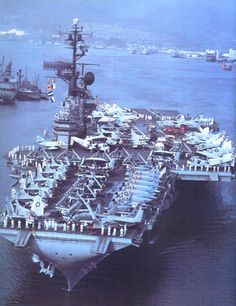 The aircraft carrier USS Coral Sea (CVA-43) leaving Pearl Harbor (Hawaii, USA) in April 1963.