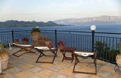 TUI TravelCenter.ro Outdoor Furniture Sets, Outdoor Decor, Minimalism, Patio, Home Decor, Decoration Home, Room Decor, Home Interior Design, Home Decoration