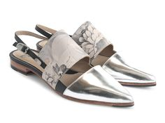 John Fluevog is renown for its extensive collection of unique shoes and accessories for men and women. Shoe Boots, Shoes Sandals, Slingback Flats, Unique Shoes, Fancy Shoes, Beautiful Shoes, Me Too Shoes, Casual Shoes, Fashion Shoes
