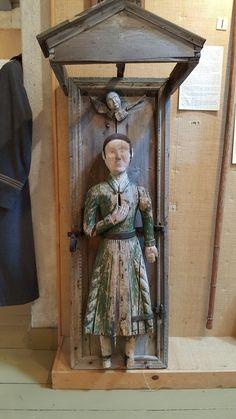 """Ukko nro 119, Vetelin kotiseutumuseossa 11.6.2017. """"Puuäijä"""" on ilmeisesti Vetelin toisen kirkon aikainen (1679/80-1838/39).  Tekijästä ei ole tietoa."""