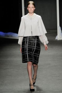 Honor Fall 2014 RTW, Look 1. I like the white jacket, probably not on myself, but in theory. And yes, black and white, always good.