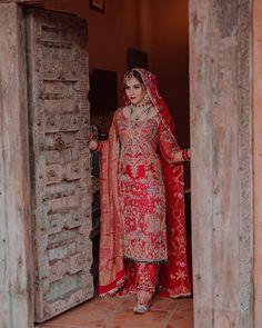 Bridal Suits Punjabi, Pakistani Bridal Wear, Pakistani Dress Design, Punjabi Wedding, Pakistani Dresses, Indian Dresses, Bridal Dress Design, Bridal Style, Bridal Outfits