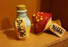 ~Alice Wonderland SALT & PEPPER Shakers Drink ME & Nibble Disney Treasure Craft