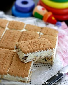 Honeycomb Ice-cream Sandwich - very convenient as you only need to slice and serve - no plates, cups or utensils required! Even the pan doesn't need washing up!