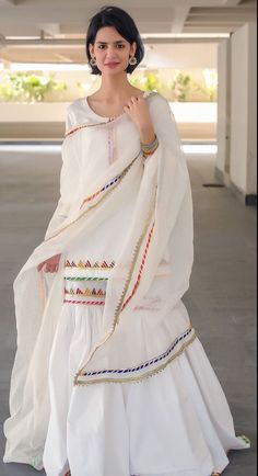 Fancy Dress Design, Stylish Dress Designs, Designs For Dresses, Designer Party Wear Dresses, Kurti Designs Party Wear, Indian Designer Outfits, Simple Pakistani Dresses, Pakistani Dress Design, Pakistani Girl