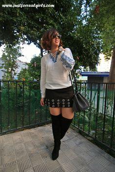 Look de hoy por el blog, ¡no te lo pierdas! ¡Qué paséis una gran tarde!     http://www.justforrealgirls.com/2015/10/outfit-bordados-etnicos.html  #tdsmoda #justforrealgirls #streerstyle #shoeslover #realgirls #curvygirl #curvyfashion #ootdshare #outfit #style #tflers #fashionista #igersevilla #sevilla #igfashion #fashionblogger #followme #bloggerlife #egoblogger