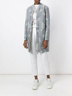 Chaqueta bomber de mujer color gris de MONCLER GAMME ROUGE Abrigo estilo bomber con bordados en mezcla de algodón gris de Moncler Gamme Rouge. #chaquetabomber #bómber #bombers