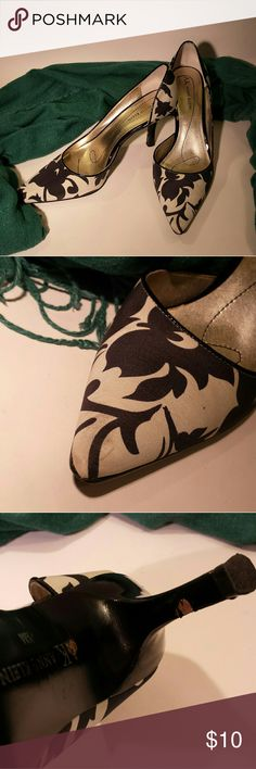 """Anne Klein floral heels 3"""" heels Blemishes shown in photo LOVED these shoes, great with denim Anne Klein Shoes Heels"""