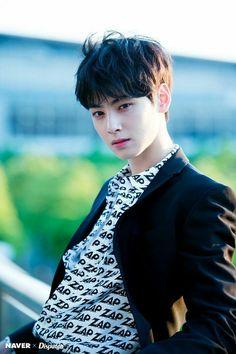 😍 Cha Eun Woo looking so smart😘😘😘 Korean Men Hairstyle, Korean Haircut, Korean Hairstyles, Korean Celebrities, Korean Actors, Celebs, Pelo Guay, Cha Eunwoo Astro, Lee Dong Min