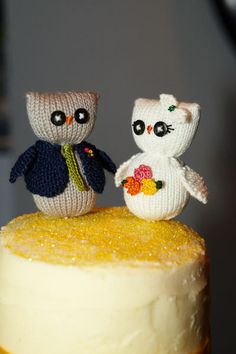 knit owl cake topper. I'm crossing my fingers Paige is going to let me make something like this for one of her cakes