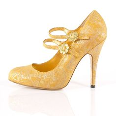 Gorgeous platform maryjane yellow wedding shoes with sweet daisies.