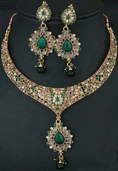 Emrald and kundan necklace