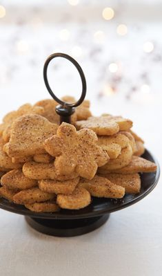 Jumalaiset kanelipikkuleivät | Maku Xmas Desserts, Vegan Desserts, Xmas Food, Christmas Cooking, No Bake Cookies, No Bake Cake, Baking Recipes, Cookie Recipes, Sweet Bakery