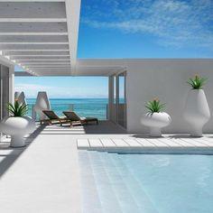 #pool #piscina #villaconpiscina Terraced House, Pool House Designs, Swimming Pool Designs, Piscina Rectangular, Beach Mansion, Sweet Home, Outdoor Spaces, Outdoor Decor, Lounge