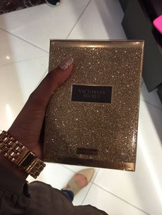 A girl should be two things : Classy & Fabulous -Coco Chanel- xx Michael Kors Jet Set, Accessoires Iphone, Bad And Boujee, Luxe Life, Glitz And Glam, Rich Girl, Summer Looks, Luxury Lifestyle, Girly Things