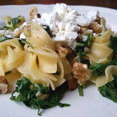 Pasta met rucola, walnoten en feta. 5 ingrediënten, 15 minuten werk en zó lekker! - Het keukentje van Syts