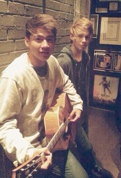 Fetus Cake! Luke Hemmings and Calum Hood 5 Seconds Of Summer 5sos