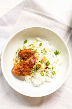 Honey garlic chicken is an easy dinner recipe with just 7 ingredients and done in less than 20 minutes. Great with rice, roti or flatbread. Great Dinner Recipes, Easy Chicken Dinner Recipes, Low Carb Chicken Recipes, Cooking Recipes, Dinner Ideas, Honey And Soy Sauce, Easy Family Dinners, Honey Garlic Chicken, Naan