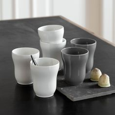 The entire Ursula tableware set from Kähler is known and loved by many design hearts, and this grey mug is no exception.