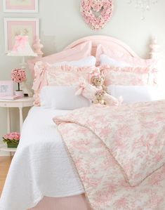 What a pretty room for a young girl but heck i would make my room look like that in college if i could<333