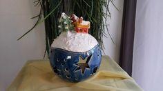 *Handgetöpferte Blaue Weihnachtskugel mit Winterlandschaft. Für Teelichter oder jegliche andere Beleuchtung einsetzbar. Die Kugel wurde nur aussen Glasiert. Die Häuser auf der Kugel sind nach...