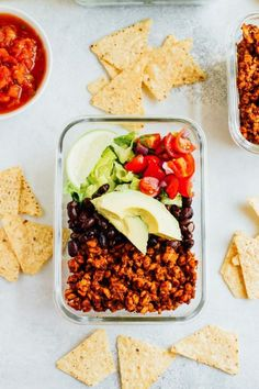Tempeh Taco Salad Meal Prep Bowls with tempeh taco meat, black beans, tomatoes, onions and avocado (Easy Meal Prep Mexican) Vegetarian Meal Prep, Vegetarian Recipes Easy, Healthy Meal Prep, Healthy Snacks, Healthy Recipes, Healthy Options, Salad Recipes, Healthy Eating, Vegan Diner