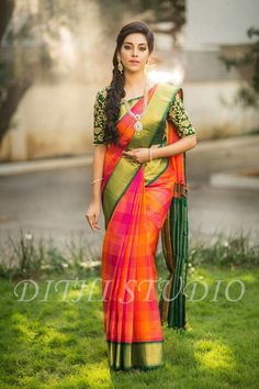 Love this saree Silk Saree Blouse Designs, Bridal Blouse Designs, Beautiful Saree, Beautiful Outfits, Bridal Silk Saree, Saree Wedding, Saree Hairstyles, Indian Silk Sarees, South Indian Bride