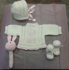 Conjunto bebé lana con sonajero