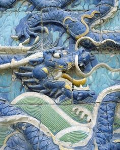 A dragon wall in Beijing Forbidden City via TW by All Things Chinese ‏