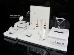 How to Optimize The Utility of Your Acrylic Jewelry Display Stands Acrylic Display Stands, Jewelry Display Stands, Jewelry Stand, Jewellery Display, Interior Design And Technology, Shop Interior Design, Cosmetic Display, Cosmetic Shop, Jewelry Booth