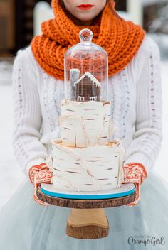 Love that domed accent on top of the cake.