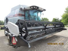 Front of Gleaner R62 with soybean head