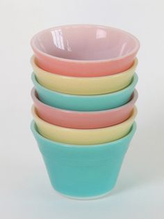 Set of 6 Pyrex Dessert Dishes: Vintage Pyrex dreamy dessert dishes in seaside shades of cute.