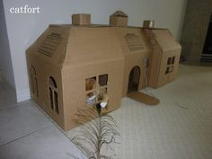 25 Clever Cat Forts That Show Us Just How To Spoil Our Furry Feline Friends Cardboard Castle, Cardboard Cat House, Cardboard Forts, Hamsters, Diy Stuffed Animals, Crazy Cats, Cat Castle, Cat House Diy, Cat Hacks
