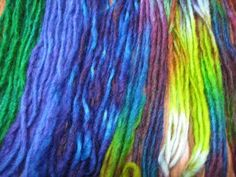 Dying yarn with food colouring, white vinegar and a microwave oven.