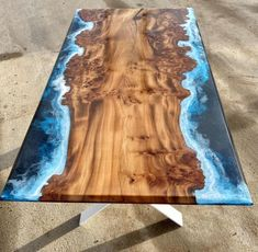 Diy Resin Table, Epoxy Wood Table, Epoxy Resin Table, Diy Resin Art, Diy Resin Crafts, Resin And Wood Diy, Wood Slice Coffee Table, Unique Dining Tables, Resin Furniture