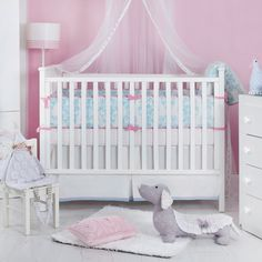 charmantes Babyzimmer in Rosa und Weiß