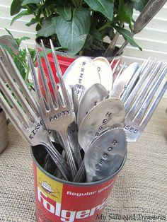 My Salvaged Treasures: Revived Yard Sale Finds - simple tutorial for utensil stamping Diy Projects To Try, Craft Projects, Craft Ideas, Project Ideas, Silverware Art, Recycled Silverware, Flatware, Yard Sale Finds, Spoon Jewelry