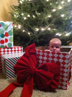 The greatest gift of all, kids! Photo ideas, for Christmas! Babies first Christmas