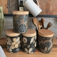 Tin Can Crafts, Diy And Crafts, Cupboard Design, Pintura Country, Country Paintings, Upcycled Home Decor, Diy Projects To Try, Vintage Decor, Decorative Accessories